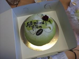 Den lyckade fiskeoperationen och det nya rekordet firades med tårta.